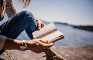 leyendo-orilla