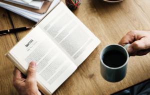 libro-con-cafe