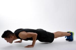 chico-haciendo-flexiones